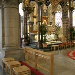 Stools and pre dieux in church square shaped and fours legs
