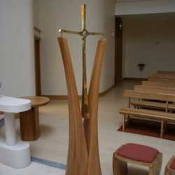 Sanctuary Cross Wooden Curved Split bespoke craftsmanship (2)